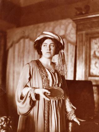 Mabel Dodge posing for J-E. Blanche portrait ca. 1910