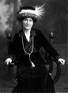 Willa Cather, ca 1912, wearing necklace from Sarah Orne Jewett. Wikipedia Commons