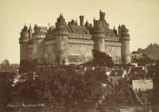 800px-Chateau_de_Pierrefonds_general_view_19th_century Mieusement c 1874-90