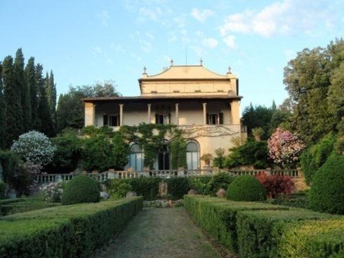 la-loggia-e-il-giardino-di-villa-curonia-a-firenze-small